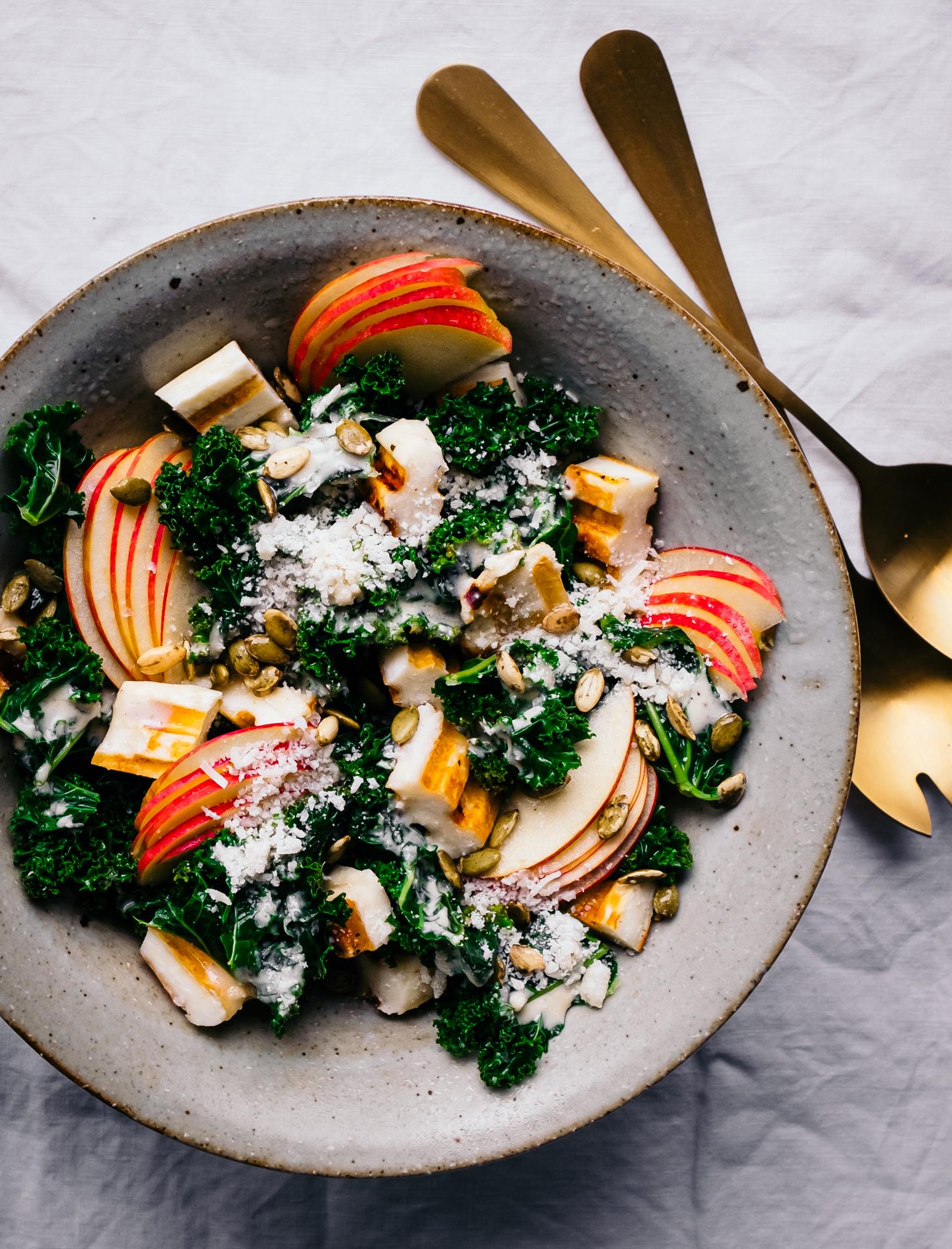 Kale Ceasar Salat mit Halloumi