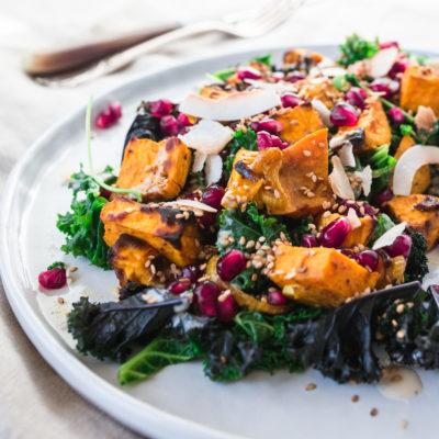 Mags-Frisch-Rezept-Kale-Salat-mit-Süsskartoffeln-und-Tahini-Dressing